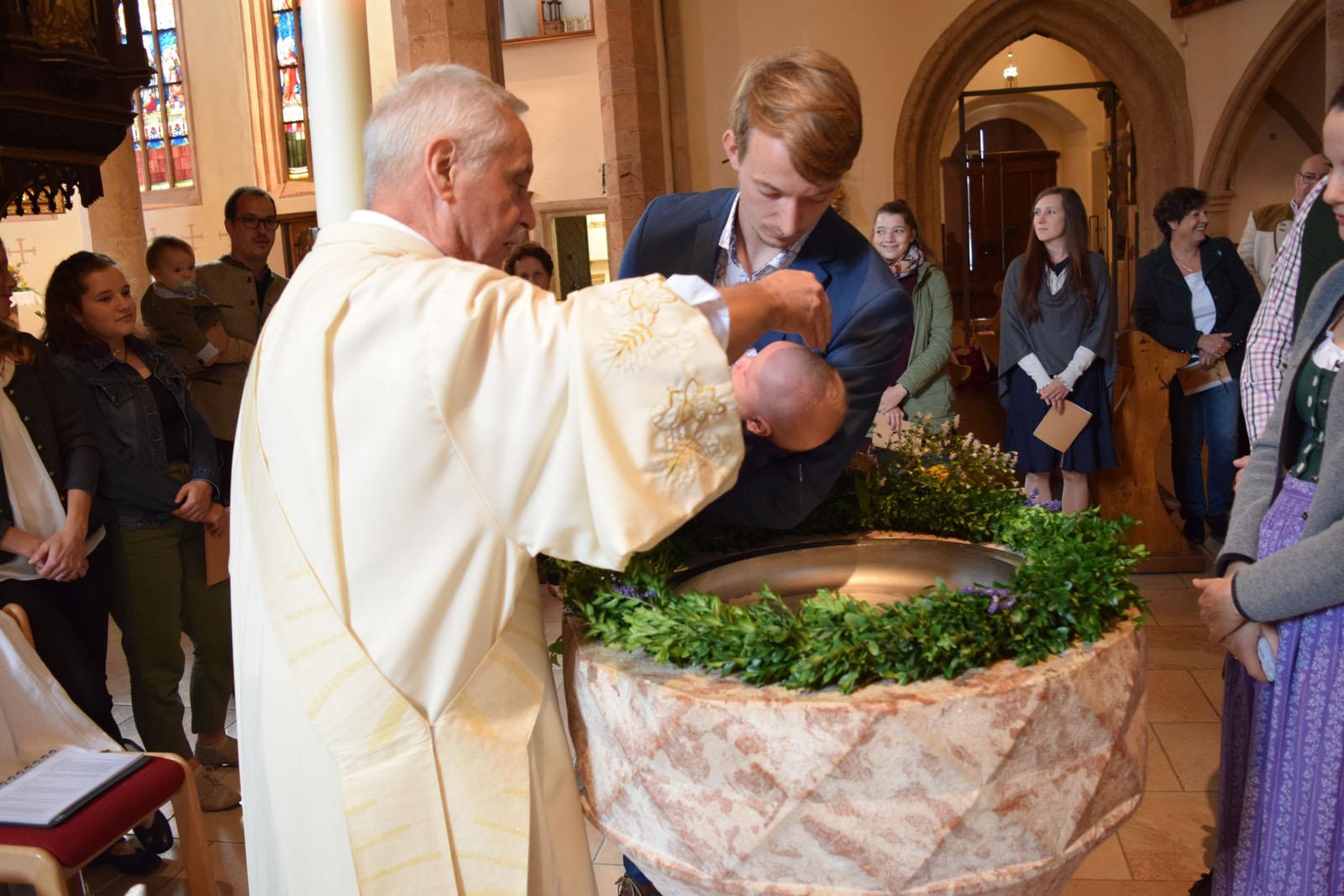 Taufe Kath Pfarre Hallstatt